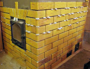 Для крепления применяем строительные крестики