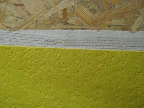 Если шпаклевка накладывается толстым слоем, необходимо армирование поверхности стеклосеткой