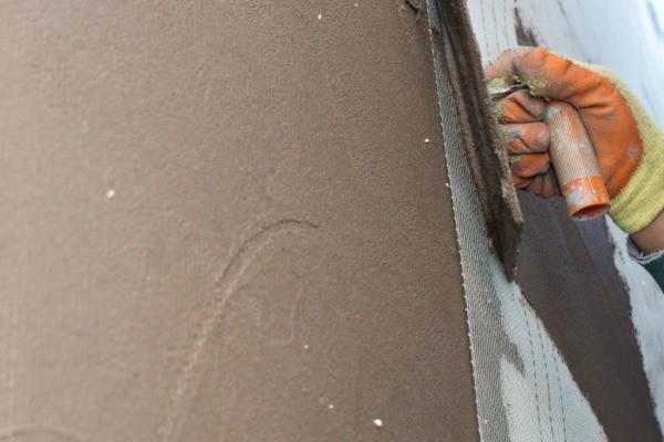 Монтаж армирующей сетки на растворную стяжку