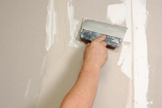 Начинающую застывать массу невозможно нанести тонким слоем и качественно разровнять