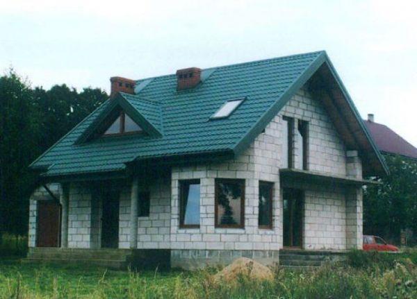 Свесы крыши должны выступать далеко за стены