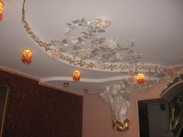 Декор потолка с помощью штукатурки