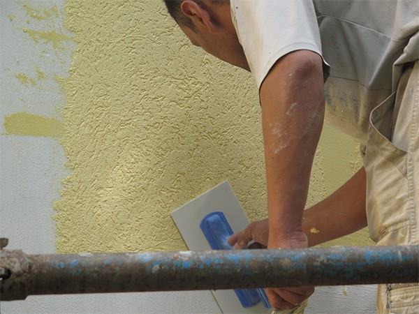 Декоративная полимерная штукатурка – прекрасный выбор для защиты и отделки фасадов