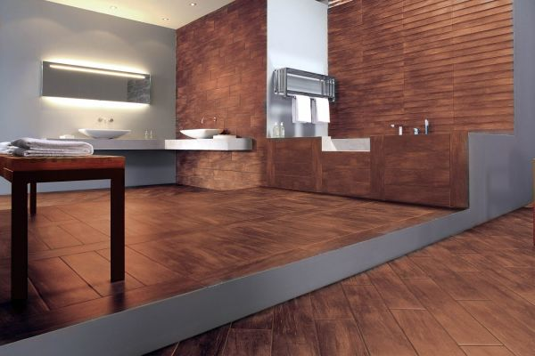 Дизайн интерьера с керамической плиткой под дерево