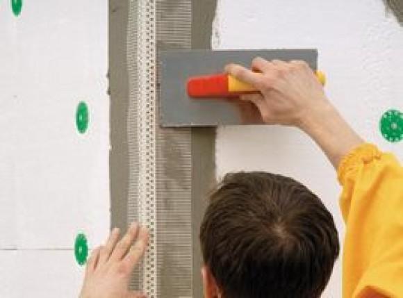 Можно использовать специальные уголки с армирующей сеткой