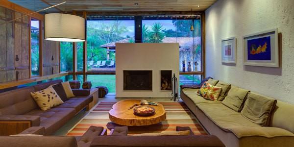 Дизайн гостиной: штукатурка с эффектом «короед»