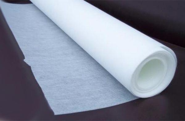 Для качественной отделки стен и потолков, склонных к образованию трещин, рекомендуется выбирать материал плотностью не менее 40 г/кв.м