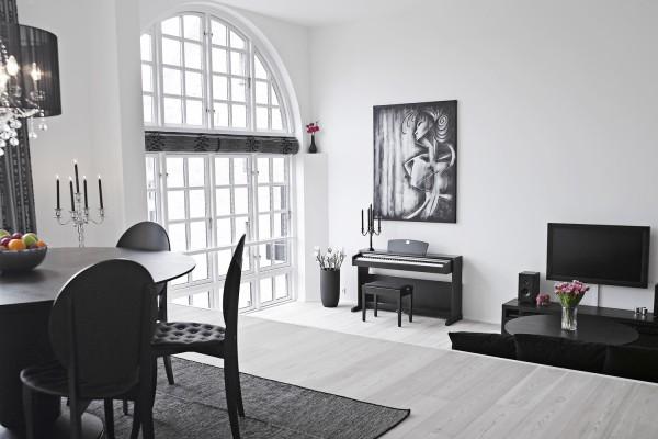 Классика в отделке: оштукатуренные стены белого цвета