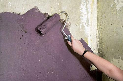 Не выровненные бетонные стены не годятся под покраску в помещениях с высокими эстетическими требованиями