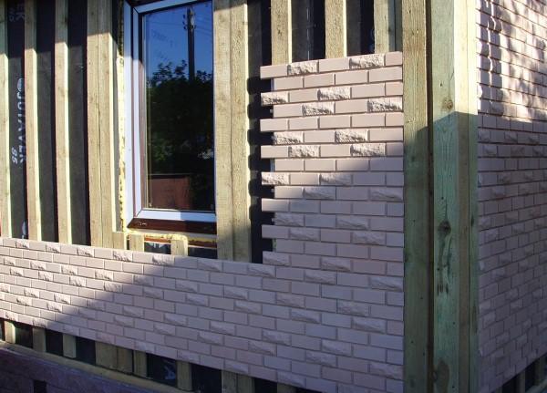 Облицовка фасада частного дома панелями под кирпич