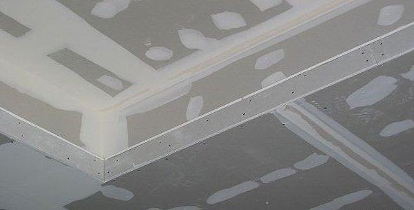 Помимо стыков и углов на этом этапе шпаклюются и крепежные отверстия от саморезов