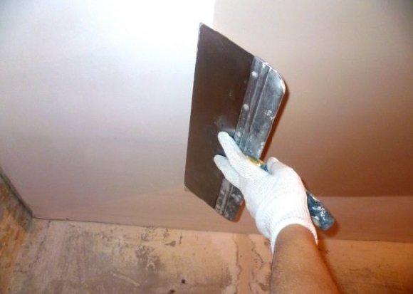 Потолок на фото почти готов к дальнейшей отделке