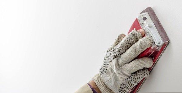 Шлифовку удобно выполнять специальной теркой со съемными абразивными полотнами