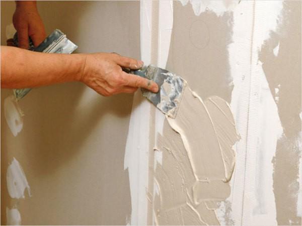 Шпаклевка на гипсовой основе подходит для выравнивания гипсокартонных, оштукатуренных и бетонных оснований