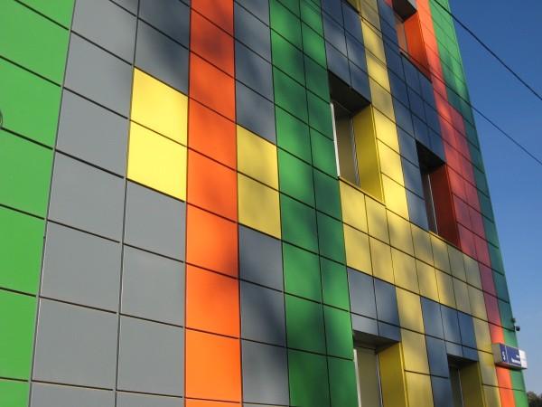Вариант дизайна стен, облицованных металлокассетами