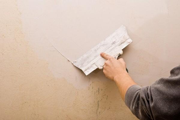 Обратите внимание на картинку: нижний слой можно считать удовлетворительным для облицовки плиткой или панелями. Финишный накладывается только под покраску
