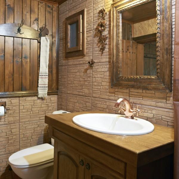 Плиточная отделка стен деревянного дома