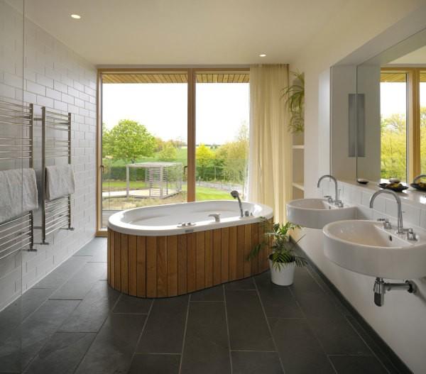 Вариант для просторной ванной комнаты: плитка под кирпич и гипсокартон с покраской