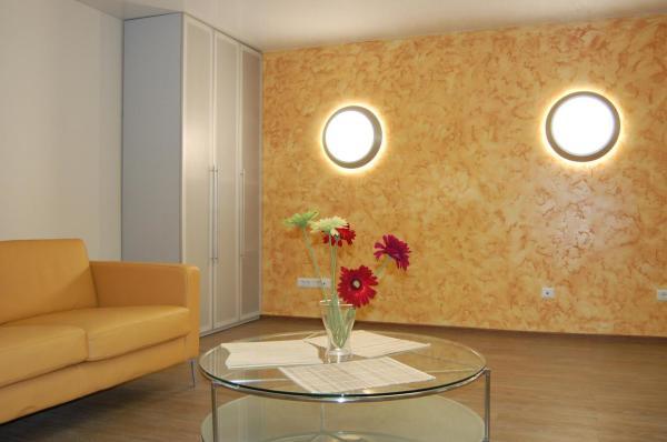 Дизайн стены с фактурой мрамора