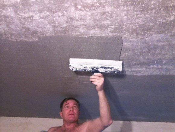 Выравнивание потолка штукатуркой своими руками – работа ответственная и трудоемкая