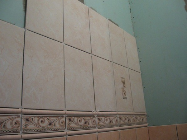 Облицовка стен керамической плиткой на клею