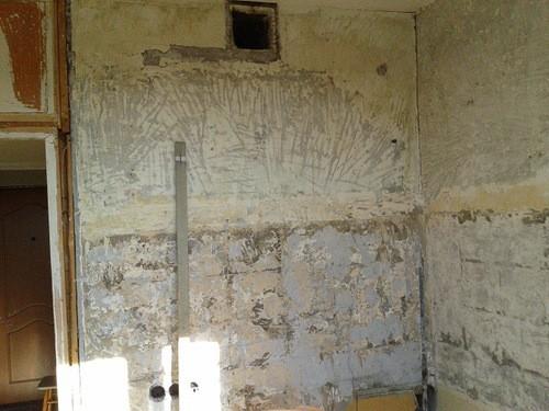 Полностью очищенные стены