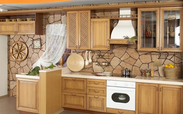 Рабочая стенка на кухне, обшитая МДФ с рисунком под камень