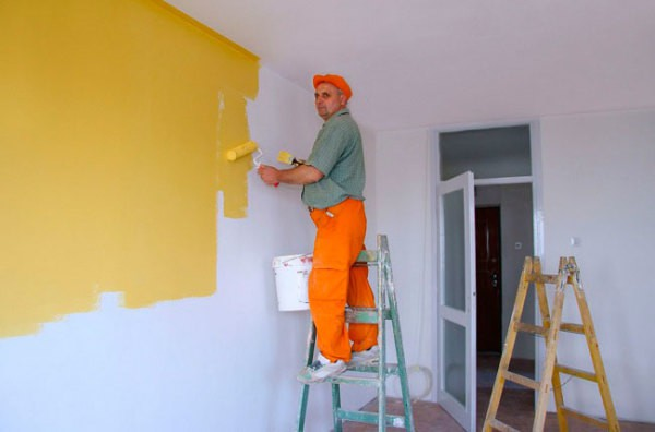 Чем красить штукатуренные стены