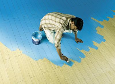 Как красить деревянный пол