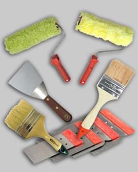 На фото некоторые инструменты, которые понадобятся при покраске мебели