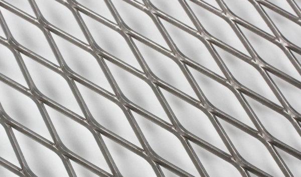 На фото сетка цпвс с оцинкованным покрытием