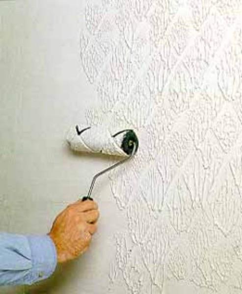 Нанесение акриловой краски при помощи текстурного валика