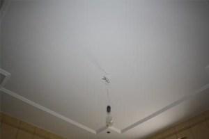 Потолок окрашенный матовой краской