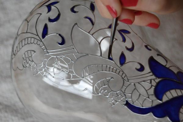 Роспись стеклянного изделия витражными красками