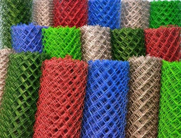 Сетка-рабица в пластиковой оболочке, подходит как для штукатурки, так и в качестве ограждения