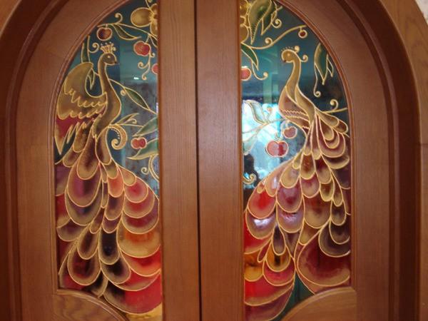 Витраж на стекле межкомнатных дверей