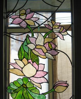 Вывод Витраж на оконном стекле