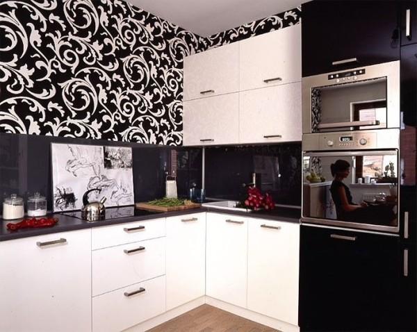 Чёрно белая кухня с чёрно белыми обоями