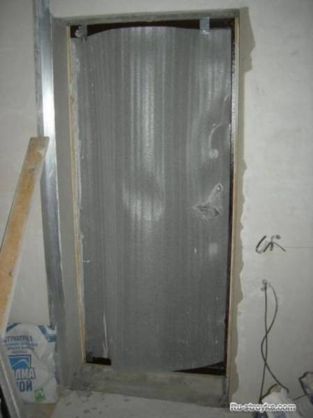 Фото установки металлической двери