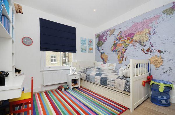 Фотообои с мировой картой в детской комнате мальчика