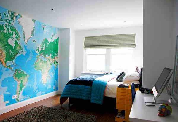 Фотообои с мировой картой в подростковой спальне