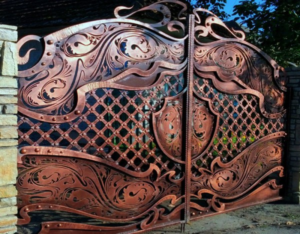 Искусственно состаренные кованые ворота