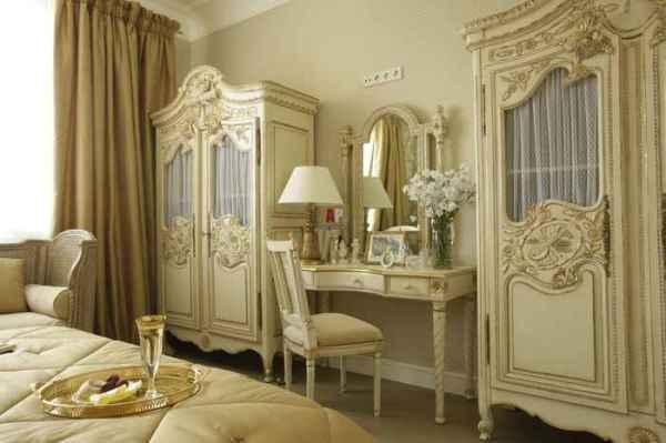 Классический стиль спальни для девушки