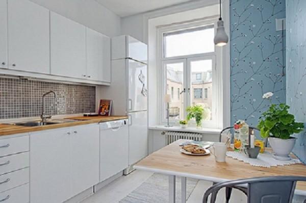 Комбинированный белый и голубой на кухне