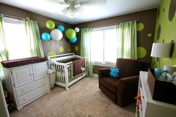 Комната для новорождённого мальчика в коричнево-зелёных тонах