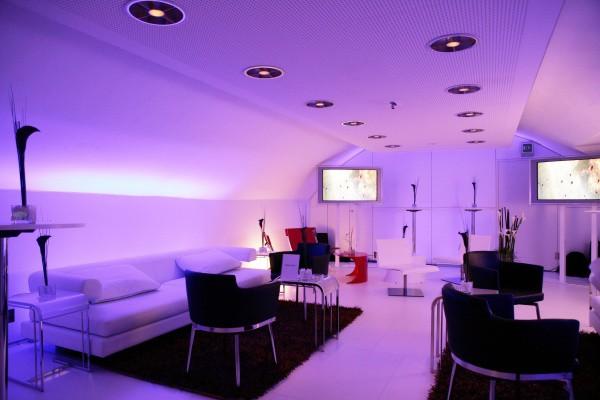 Комната, оформленная в стилистике космического корабля