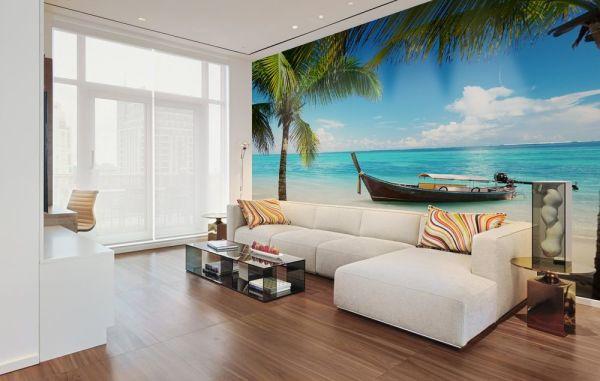 Окно на тропический пляж в простой квартире
