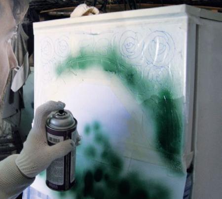 Покраска холодильника с аэрозольного баллончика