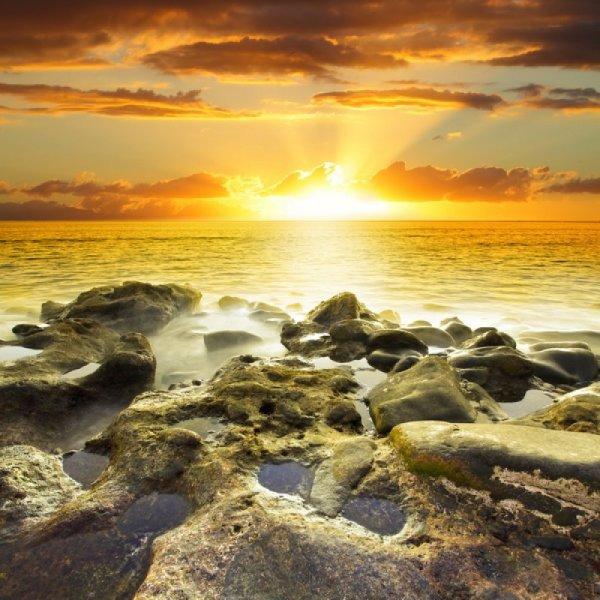 Последние лучи заходящего солнца