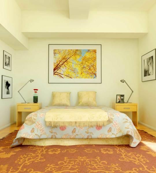 Спальня в жёлто-кремовых тонах, с коричневой мебелью